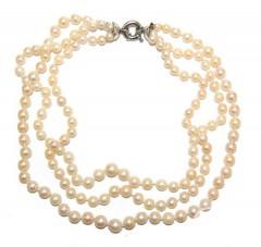 Жемчужное ожерелье из тройной нити